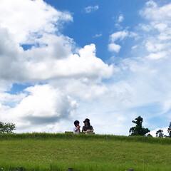 青空/至福のひととき ババと青空の下でひと休み。気持ちいいね。