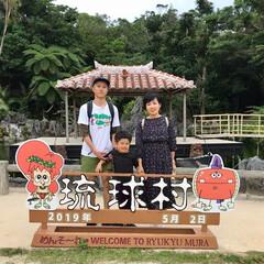 琉球村/令和元年フォト投稿キャンペーン 沖縄の琉球村で沖縄らしい背景とはいチーズ。