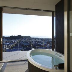 別荘建築/高級邸宅/デザイン住宅/高級住宅/デザイナーズ住宅/建築家/... 海をパノラマに眺められるフルオープンサッ…