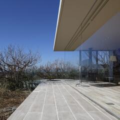 別荘建築/高級住宅/海/眺望/高台/高級邸宅/... パノラマで海を望むため高透過ガラスを使っ…