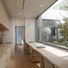 子供部屋/高級住宅/高級邸宅/デザイン住宅/豪邸/デザイナーズ住宅/...  LDK続きの子供の勉強スペースで親から…