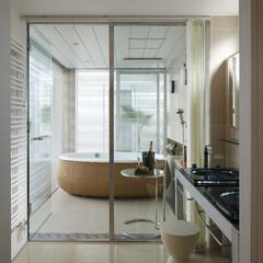 浴室/中庭/風呂/豪邸/数寄の家/高級邸宅/... 中庭を眺める開放的な浴室