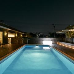 リゾート/プール/水/ウッドデッキ/週末住宅/別荘/... 住宅のプールです。ウッドデッキのプールサ…