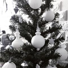 クリスマス/クリスマスツリー/モノトーン/IKEA/セリア/ホワイト/... 今年はホワイトとシルバーの二色のオーナメ…