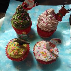 フード/スイーツ/手作りお菓子/手作りケーキ/クリスマスケーキ/カップケーキ クリスマスに、🎄ツリーの形のカップケーキ…
