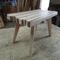 ハンドメイド/カフェテーブル/テーブル/暮らし/DIY 端材で作ったカフェテーブルです。  色ん…