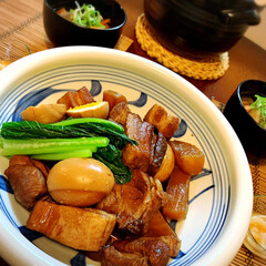 小鹿田焼き器/和食/夫婦二人飯/土鍋炊飯/夕食風景/豚の角煮/... 今夜の晩ごはんは 豚の角煮🐖  クラシル…