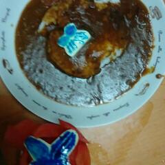 手作りカレー/フォロー大歓迎/冬/おうち/ごはん/おうちごはん/... トマトの華とチーズの蝶々青い着色料で描き…