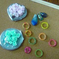 手鏡/レジンアクセサリー/フォロー大歓迎/冬/おうち/ハンドメイド/... 薔薇の手鏡を薔薇から、樹脂粘土で作り、レ…