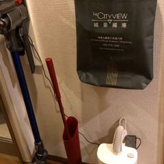 快適掃除/ダスキン/ダイソン 廊下が指定席のお掃除ツール達。ダイソン、…