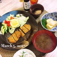 夕飯 2017.03.05 本日の夕飯。 トン…