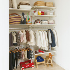 nankaiplywood/南海プライウッド/収納生活/収納/建材/内装材/... 子供部屋には、成長に合わせて棚板の高さを…