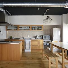 マンション/二世帯 2列型のキッチンは、二世帯が使いやすく、…