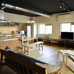 マンション/二世帯 アイランドキッチンにダイニングテーブルを…