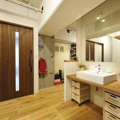 マンション/二世帯 無駄に大きい廊下・ホールに洗面スペースを…