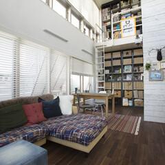 マンション メゾネットの開放的な室内です。古材に塗装…