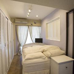 マンション 寝室には、両開きのルーバー窓を新設しまし…