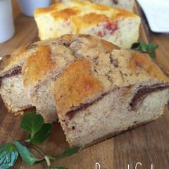 手作りパウンドケーキ/お家カフェ/手作りおやつ ココア☕️といちご🍓のパウンドケーキ 焼…