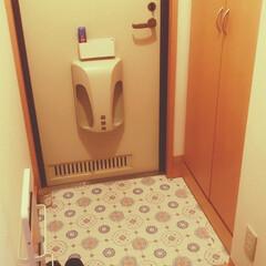 北欧インテリア/玄関あるある 小さなアパートの玄関です。 使いやすさ、…