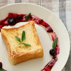 カフェ/フレンチトースト/おやつ/おうちカフェ/ベリー/パン/... おやつにフレンチトーストを作ってカフェ気…