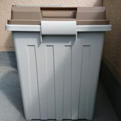 新しいゴミ箱/ベランダ/行方不明/蓋なしゴミ箱 昨日の夕方家に帰ったら ベランダに置いて…(1枚目)