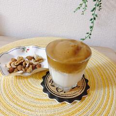 うちで過ごそう/おうち時間/ダルゴナコーヒー/おうちカフェ ダルゴナコーヒーとナッツ  もちろん豆乳…