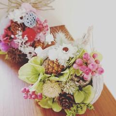 雑貨/プレゼント/吊るしても可愛い/フラワーアレンジメント/可愛い物置/可愛い/... グリーンのアジサイや木の実を沢山詰め込ん…