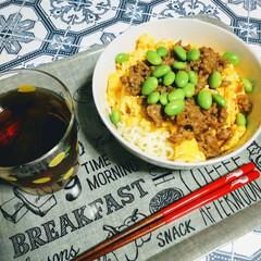混ぜ麺/肉味噌/インスタントラーメンアレンジ/レンチンレシピ/おうちごはん/節約/... ちょっと遅めのお昼ご飯🍚  インスタント…