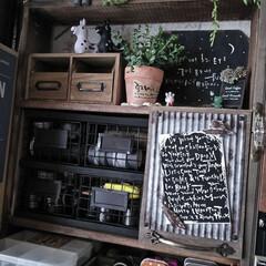 賃貸インテリア/カフェ風インテリア/男前インテリア/小物収納/KitchenKitchen/令和の一枚/... 机の棚の小物を収納してた所を作り直しまし…