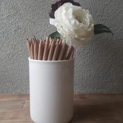色鉛筆収納/おすすめアイテム/はじめてフォト投稿/フォロー大歓迎/収納/雑貨/... 無印良品の色鉛筆 ダイソーの陶器の花瓶が…