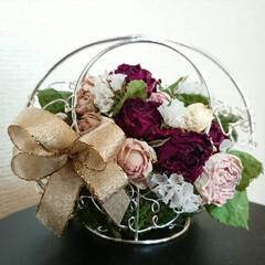 プレゼント/ドライフラワー/花かご/ダイソー/セリア/100均/... おはようございます🙇 薔薇の花...素敵…
