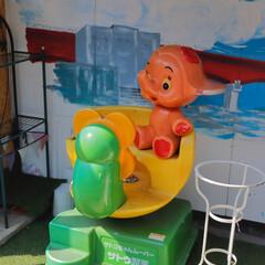 おでかけワンショット/昭和/昔ながら/三崎/神奈川/趣のある 三崎港の表通りは観光客が海の幸を堪能しア…