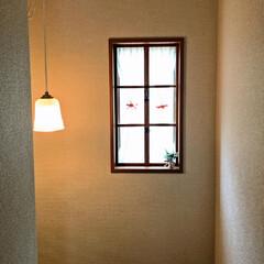 階段/窓木枠/窓/ダイソー/セリア/DIY/... 階段にあるはめ殺しの窓に 窓木枠をつくっ…