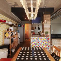 キッチン/ダイニング/テーブル/壁紙/ポップ/カラフル 調理も食事も楽しい♪caféスタイルのキ…