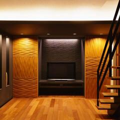 収納/壁面収納/造作家具/無垢材/ナチュラル/モダン 家具、家電などは扉1つで見えなくなる壁面…