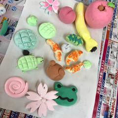 製作/紙粘土 紙粘土製作 職場の子供達が作りました🍓🌸…