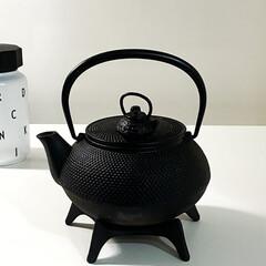 南部鉄器 新急須 5型アラレ 岩鋳製 日本製 鉄分補給にどうぞ!鉄瓶兼用です。 | 岩鋳(急須)を使ったクチコミ「毎日、起きたら必ず白湯飲みますo(^o^…」