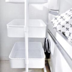 山善 キッチンワゴン レギュラー バスケットトローリー キャスター付き ブラック LBT-3(キッチンワゴン)を使ったクチコミ「真っ白♡♡ お菓子や、インスタントラーメ…」