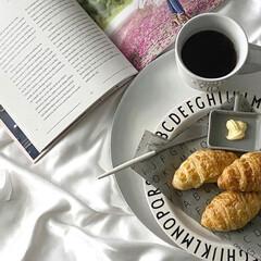 デザインレターズ メラミン ディナープレート スモール 20cm/DESIGN LETTERS(ベビー食器)を使ったクチコミ「夏でもホットコーヒー(∩´∀`∩)💕 s…」