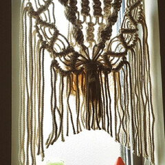 マクラメ編み/マクラメタペストリー/インテリア/100均/セリア/おしゃれ 久しぶりの投稿です✨ セリアの綿ロープで…