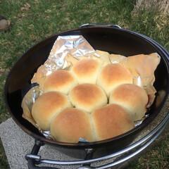 ダッチオーブン/焼き立てパン/キャンプ/こんがりグルメ キャンプで子供とコネコネ(*'▽'*) …