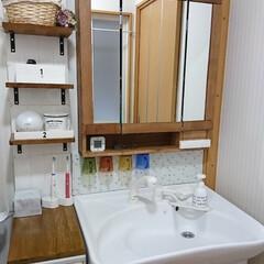 ダイソーリメイクシート/セルフリフォーム/洗面所の鏡/洗面台リフォーム/洗面所/DIY/... プラスチック製の洗面台の上部を外して、D…