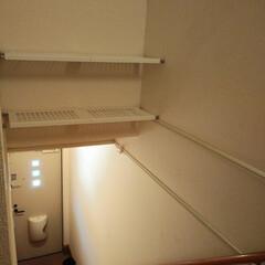 シューズラック/収納/アパート/内階段/つっ張り棒/100均/... 内階段のアパートのこの部分が無駄すぎるの…