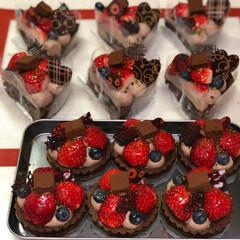 バレンタイン2019/生チョコタルト/いちご生チョコタルト/手作りバレンタイン いちご生チョコタルト♡  ココア生地のタ…