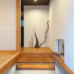 シンプル/丁寧な暮らし/暮らしを楽しむ/和/和風/和モダン/... 玄関。  1階と2階の雰囲気が全然違うね…