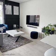 IKEA/モノトーンインテリア/海外インテリア/北欧インテリア/リビング IKEAのプーフはそこまで重くないので、…
