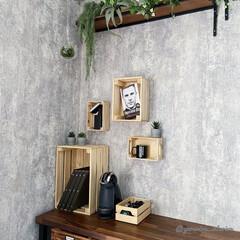 バイクガレージ/IKEA/イケア/木箱/インダストリアルインテリア/壁面ラック 夫のバイクガレージの壁面にIKEAの木箱…