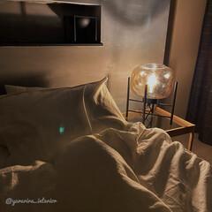 ニトリ/テーブルランプ/主寝室/寝室インテリア/モノトーンインテリア ニトリのテーブルランプ、夜のライトアップ…