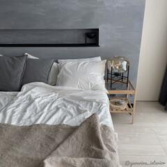 主寝室/寝室インテリア/ニトリ/テーブルランプ/IKEA 主寝室のサイドテーブルに飾りました。読書…