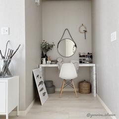 スタンザインテリア 1502-na-wh イームズ シェルチェア ホワイト(ベビーラック、チェア)を使ったクチコミ「引きで撮りました。ドレッサーは主寝室の奥…」